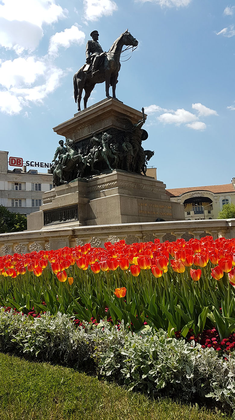 STATUE IN SOFIA CITY